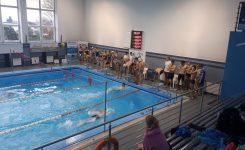 Drużynowe zawody pływackie